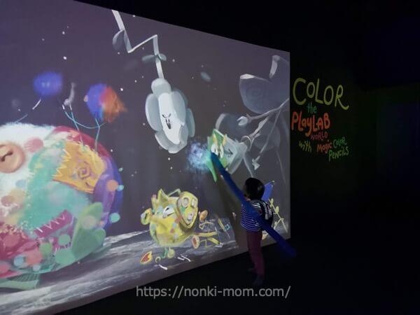 色が変わるデジタルアート